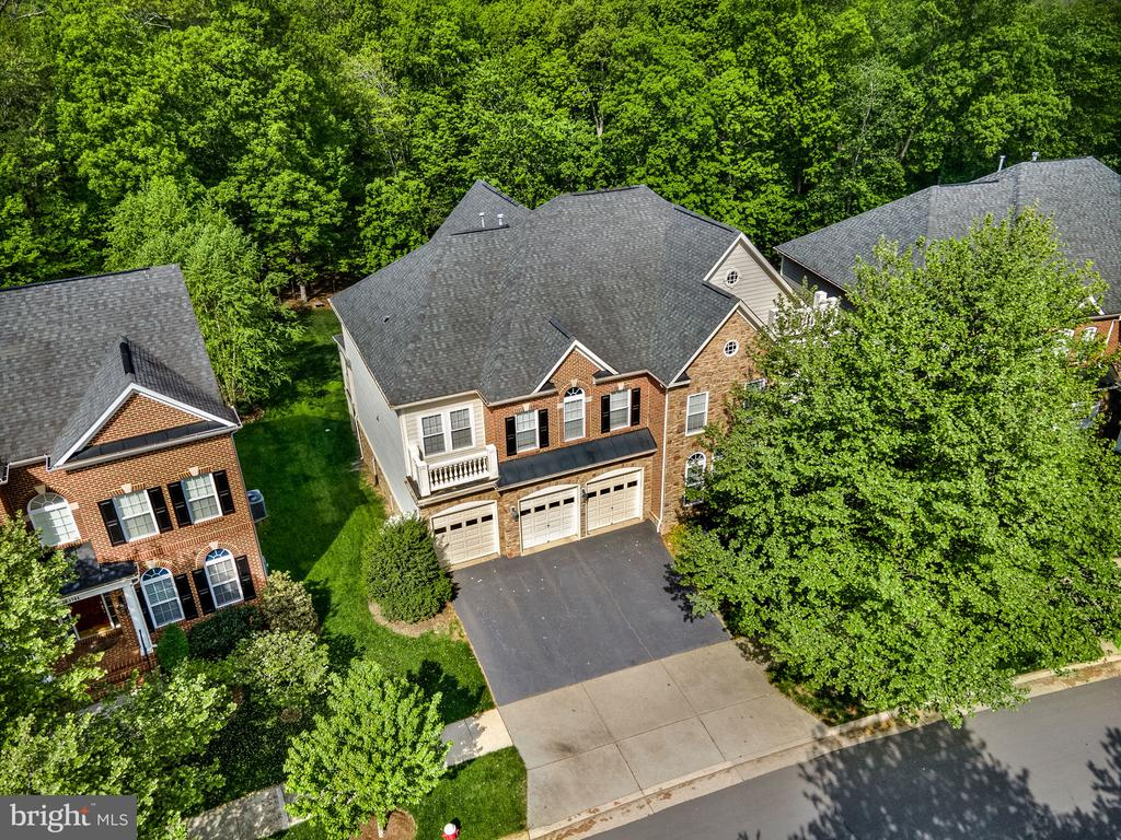 Truly a gorgeous place to call home - 43768 RIVERPOINT DR, LEESBURG