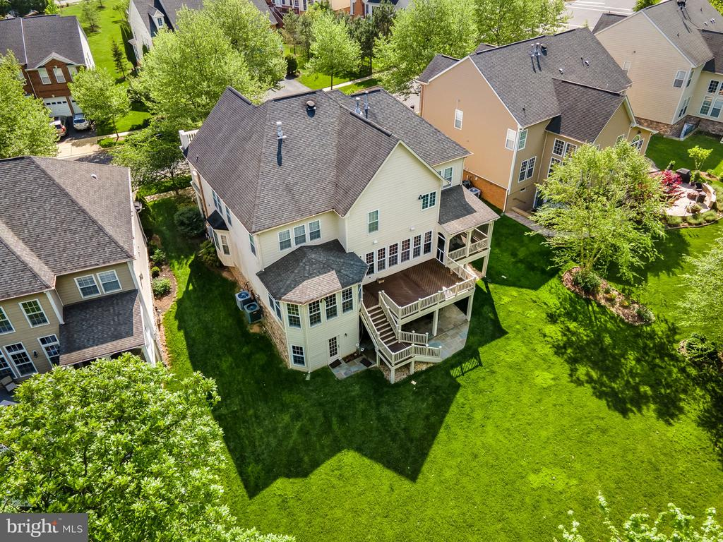 Large flat lot is over 10,000 sq. ft. - 43768 RIVERPOINT DR, LEESBURG