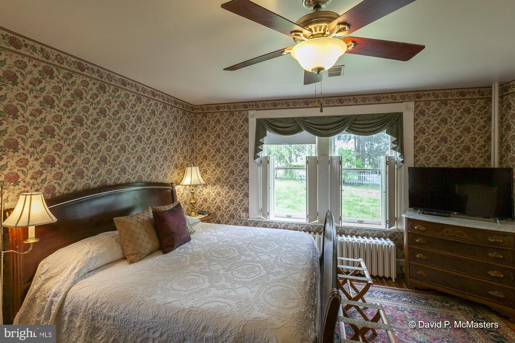 First floor primary Bedroom/w private bath - 417 E WASHINGTON ST, CHARLES TOWN