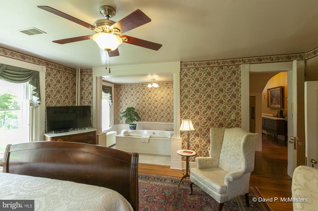 Primary bedroom suite - 417 E WASHINGTON ST, CHARLES TOWN