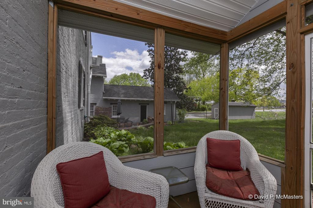 Private screened porch  off of primary bedroom - 417 E WASHINGTON ST, CHARLES TOWN