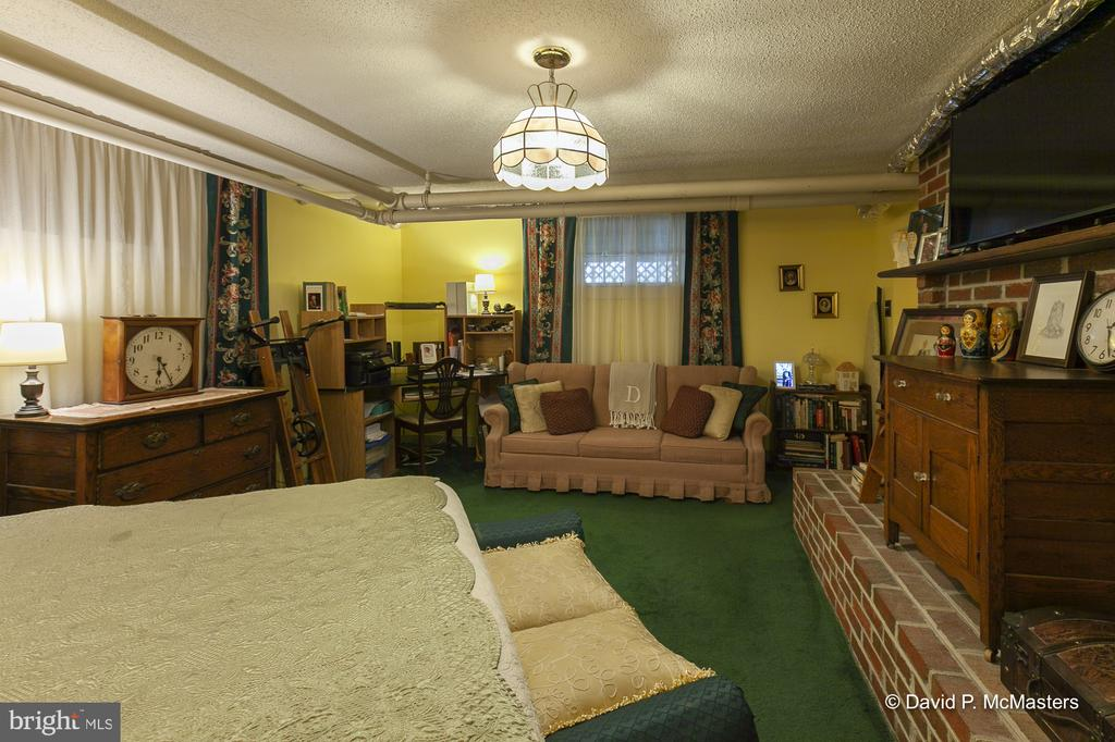 Inn Keeper's suite  Extra storage lower level - 417 E WASHINGTON ST, CHARLES TOWN