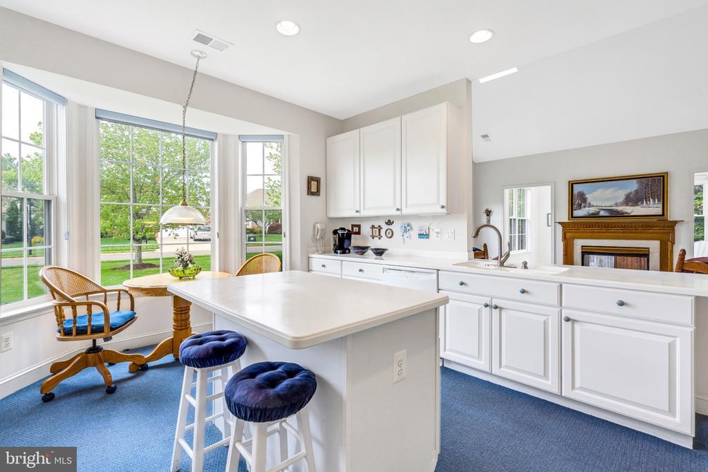 Large bay window in kitchen - 13843 CRABTREE WAY, GAINESVILLE