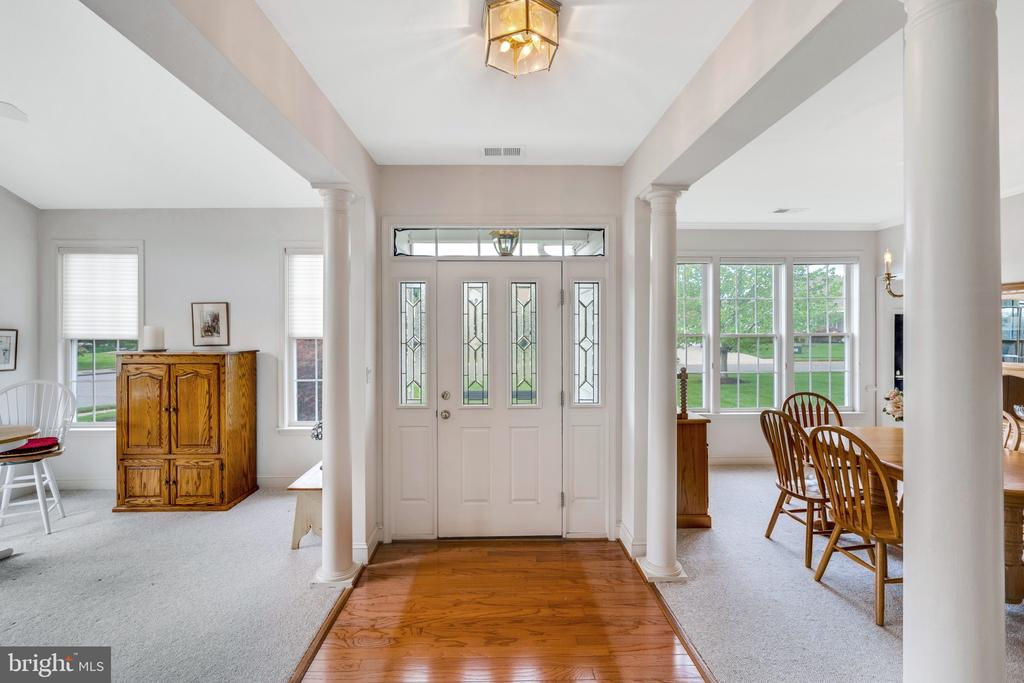 Welcome guests with hardwood flooring - 13843 CRABTREE WAY, GAINESVILLE