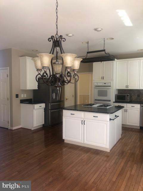 Large Eating Area to Match the Kitchen - 43691 FROST CT, ASHBURN