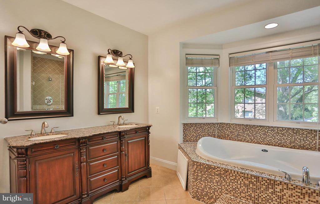 Master bath - 7215 TANAGER ST, SPRINGFIELD