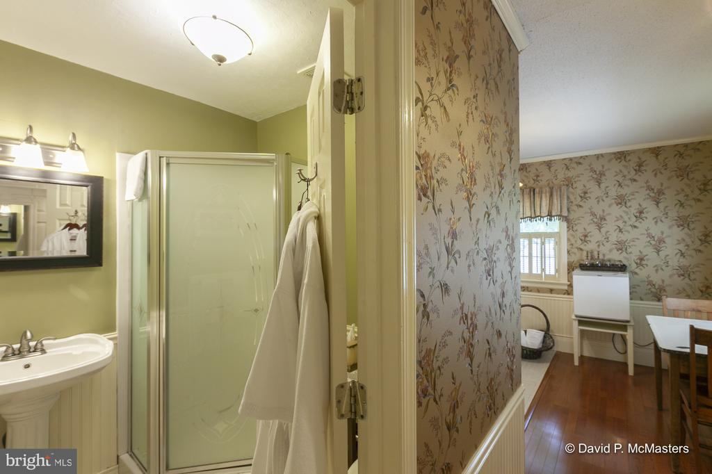 Carriage House bath - 417 E WASHINGTON ST, CHARLES TOWN