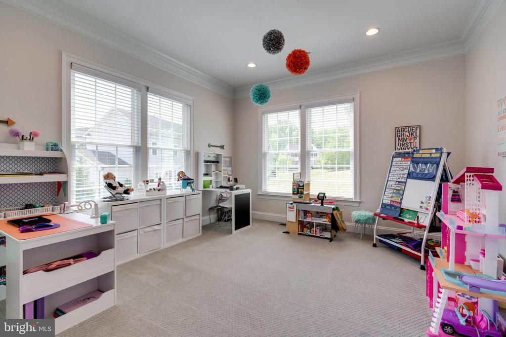Spacious study easily became homeschooling room - 2094 TWIN SIX LN, DUMFRIES