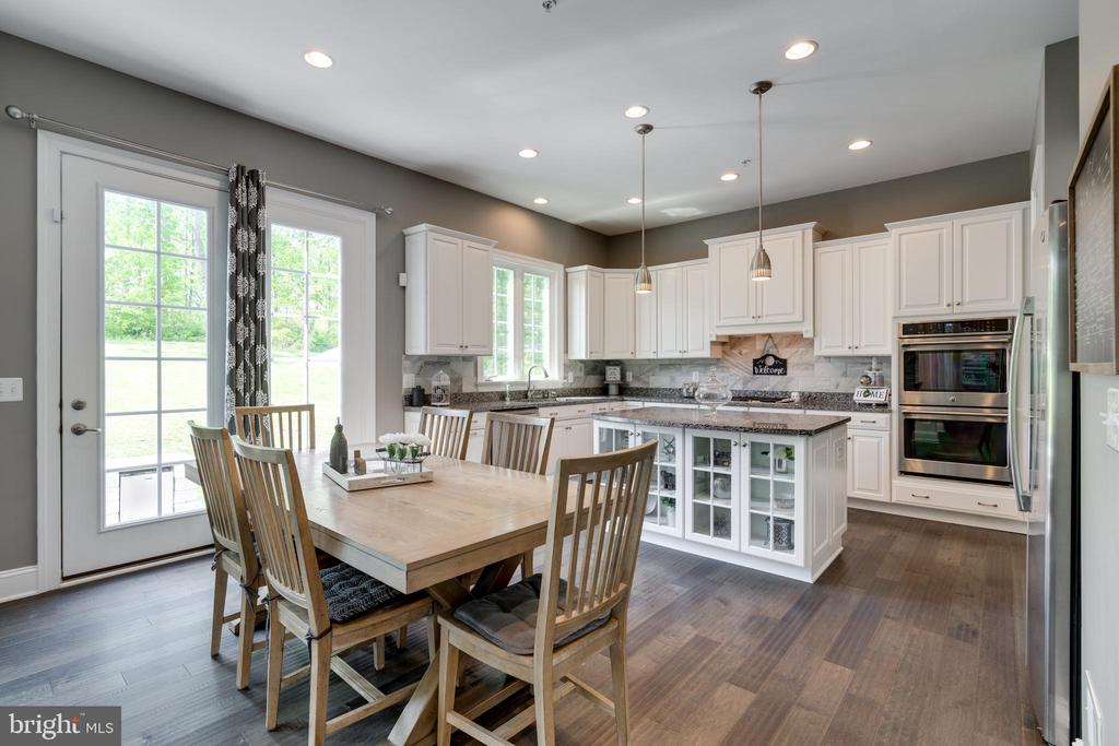 Dinette & kitchen with Stainless Steel Appliances - 2094 TWIN SIX LN, DUMFRIES