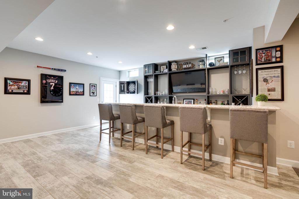 Custom wet bar w/gorgeous granite countertops - 2094 TWIN SIX LN, DUMFRIES