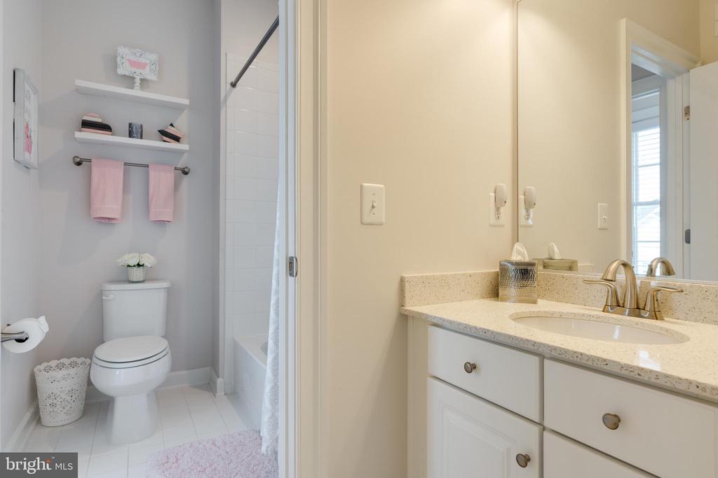 Vanity area for Bedroom #2 - 2094 TWIN SIX LN, DUMFRIES