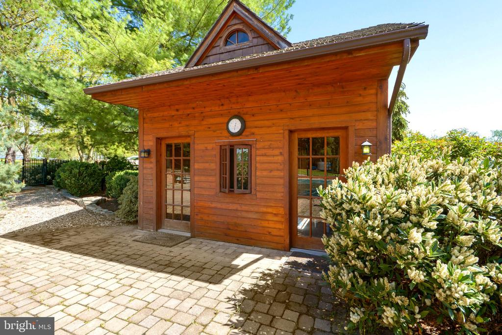 Pool House - 11024 OLD FREDERICK RD, THURMONT