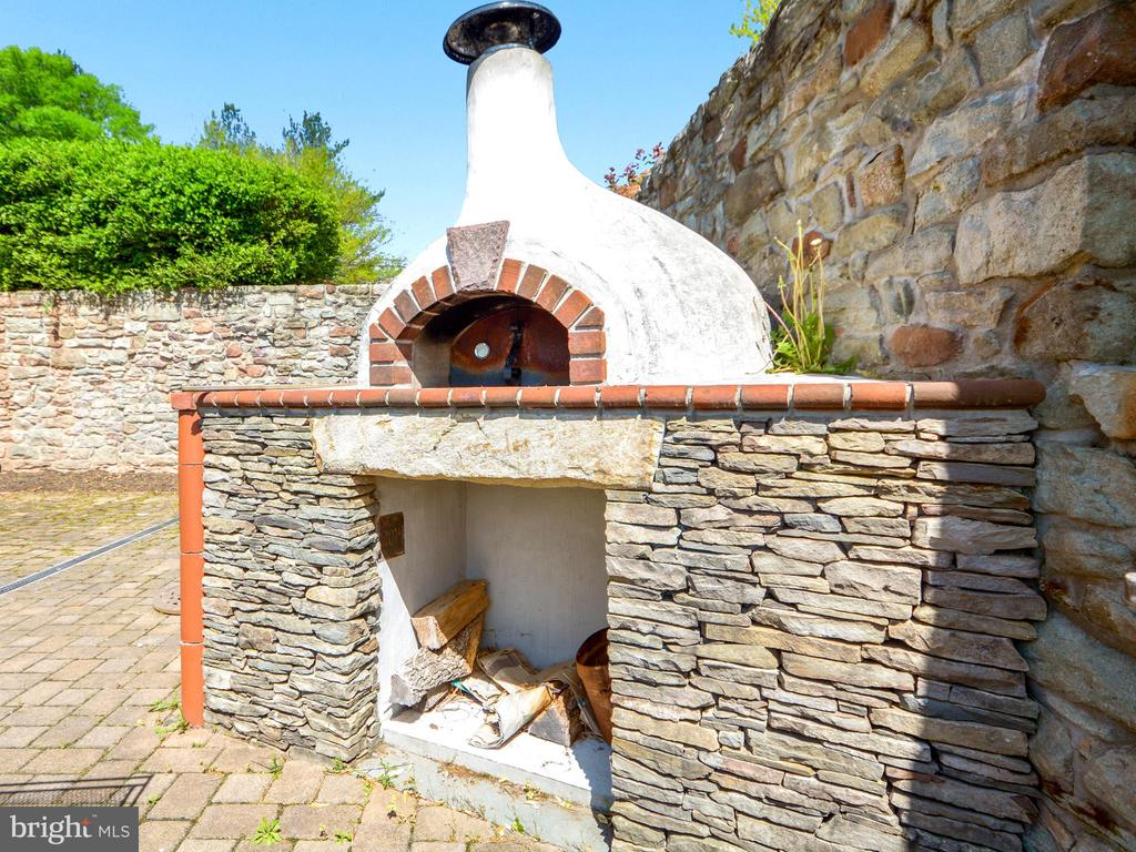 Your own Pizza Oven! - 11024 OLD FREDERICK RD, THURMONT