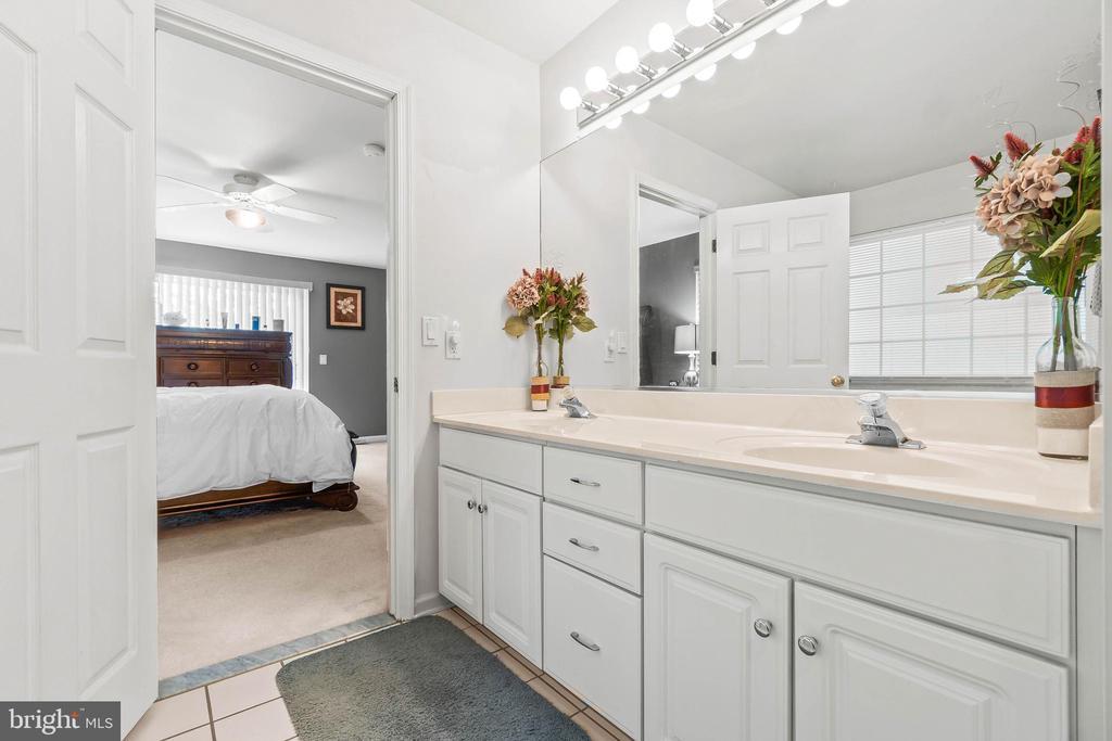 Primary bathroom - 118 MONTICELLO CIR, LOCUST GROVE