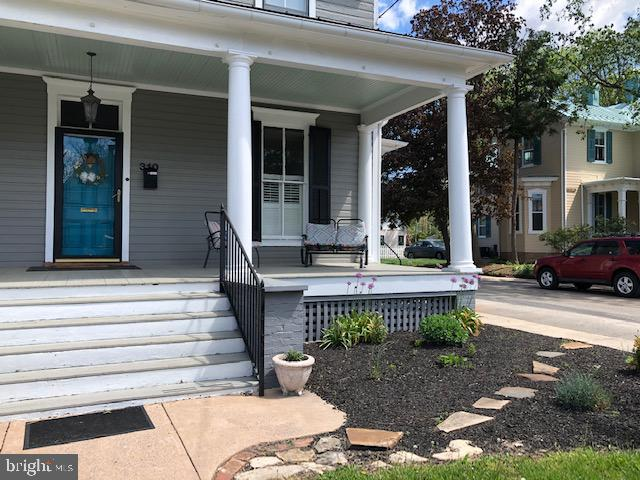 Every guest has loved the porch. - 310 AMHERST ST, WINCHESTER