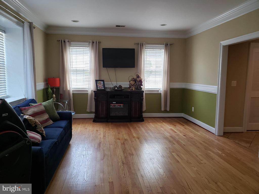 Second living space - 1035 S IRONWOOD RD, STERLING