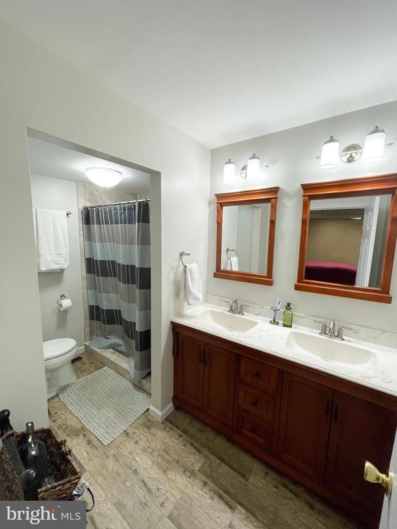 Master Bath - 1501 BROOKE RD, STAFFORD