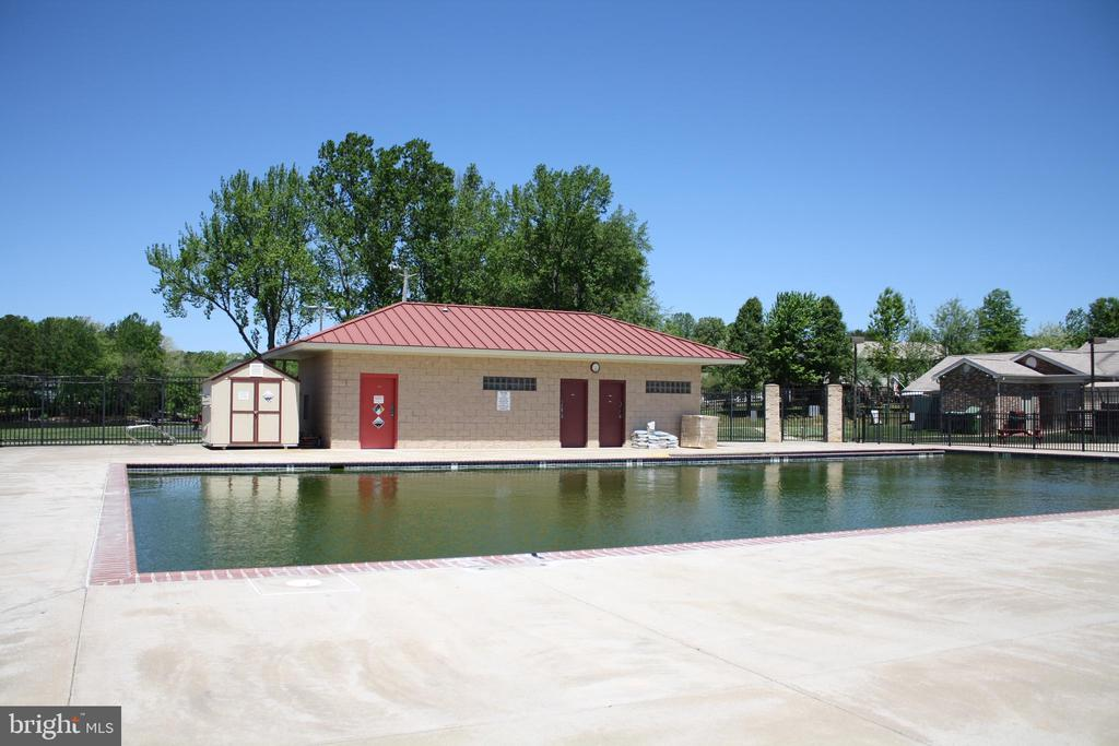 Community swimming pool is located nearby - 301 BURR DR, RUTHER GLEN