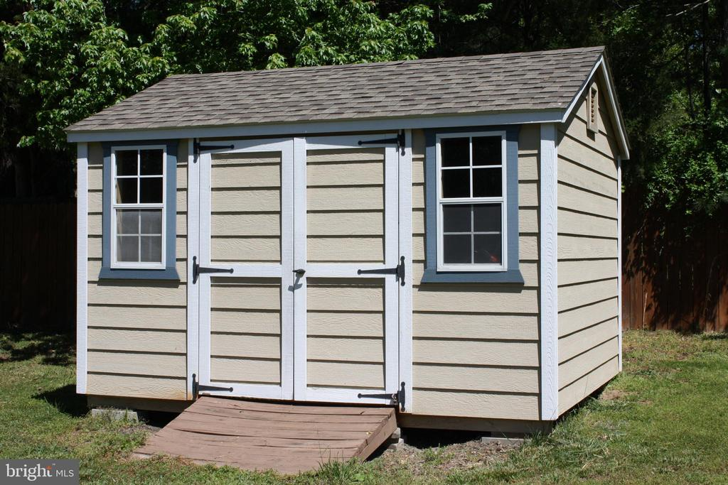 Large storage shed complete with convenient ramp - 301 BURR DR, RUTHER GLEN