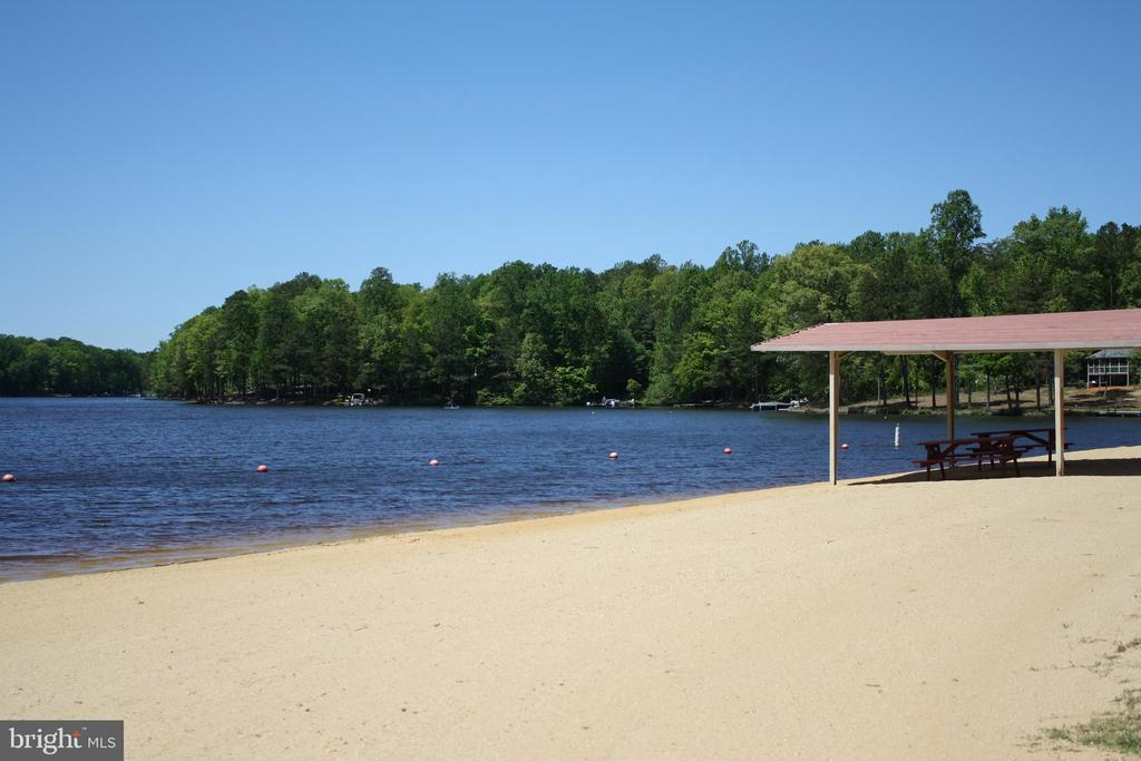 Enjoy a picnic on sandy beach under pavilion - 301 BURR DR, RUTHER GLEN