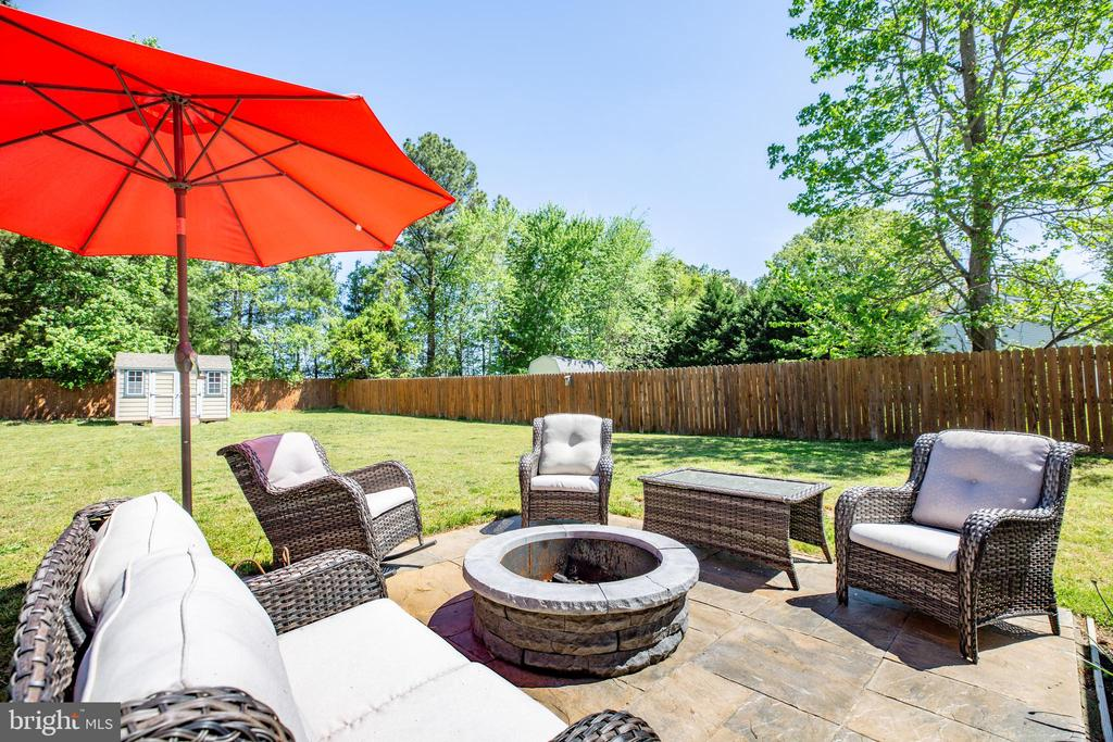 Entertain guests around the fire pit on back patio - 301 BURR DR, RUTHER GLEN