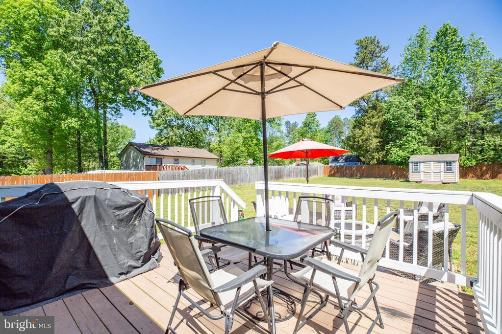Enjoy a BBQ on the back deck - 301 BURR DR, RUTHER GLEN