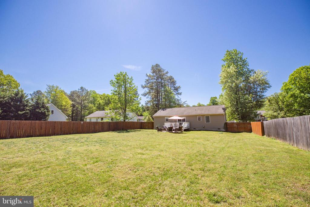 Private backyard is nice and flat - 301 BURR DR, RUTHER GLEN