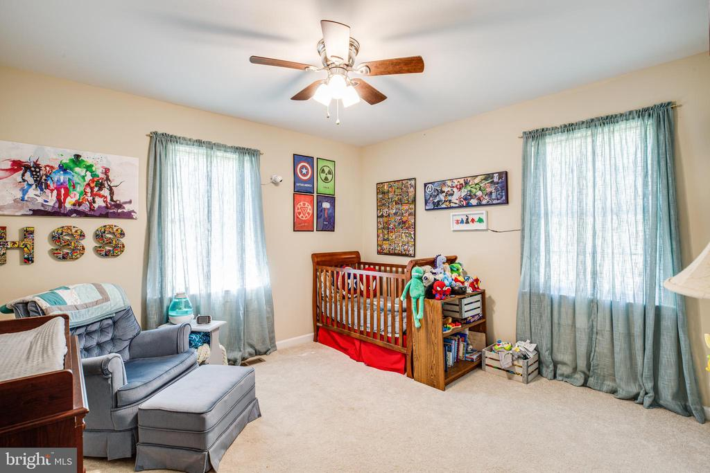 Bedroom 3 has plenty of room and sunlight - 301 BURR DR, RUTHER GLEN