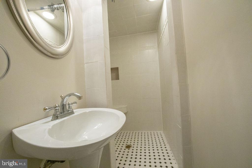 Bathroom in the basement - 5605 STILLWATER CT, BURKE