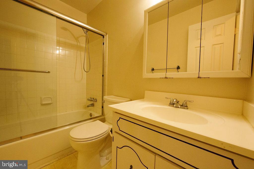 Bathroom - 5605 STILLWATER CT, BURKE