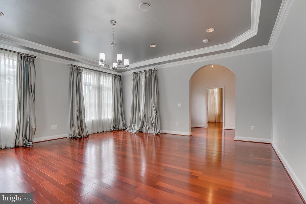 Formal living room 2 - 916 N CLEVELAND ST, ARLINGTON