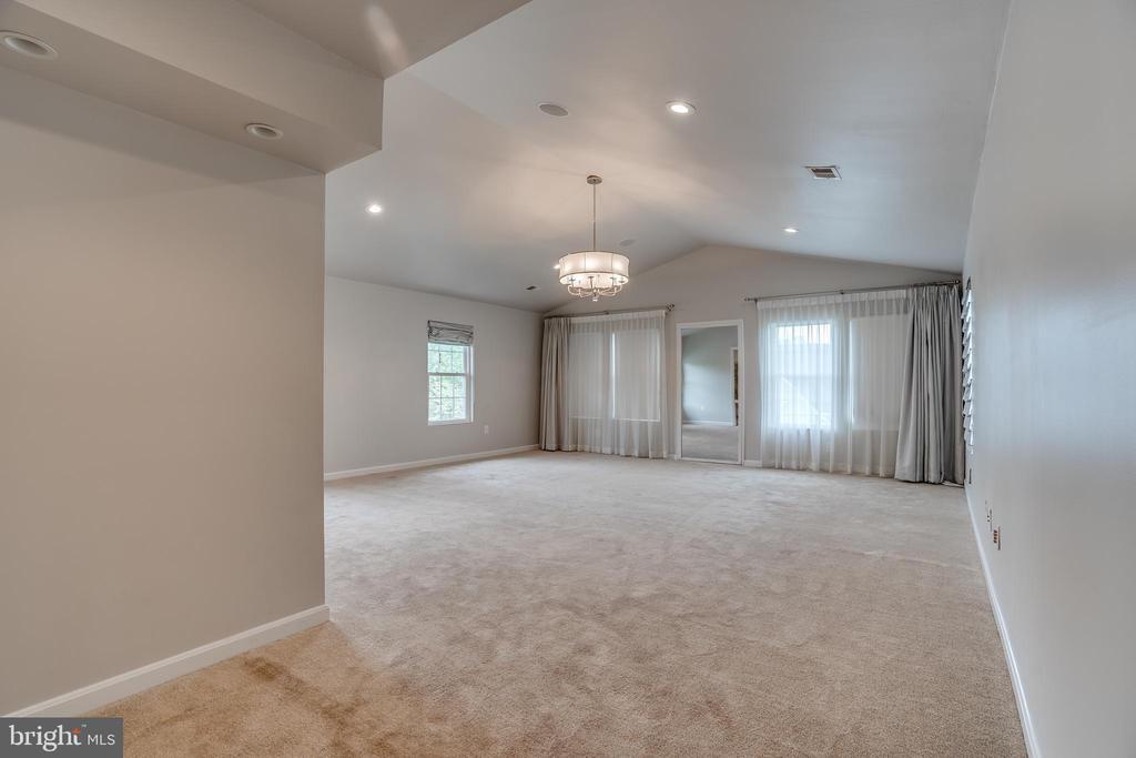 master bedroom 1 - 916 N CLEVELAND ST, ARLINGTON