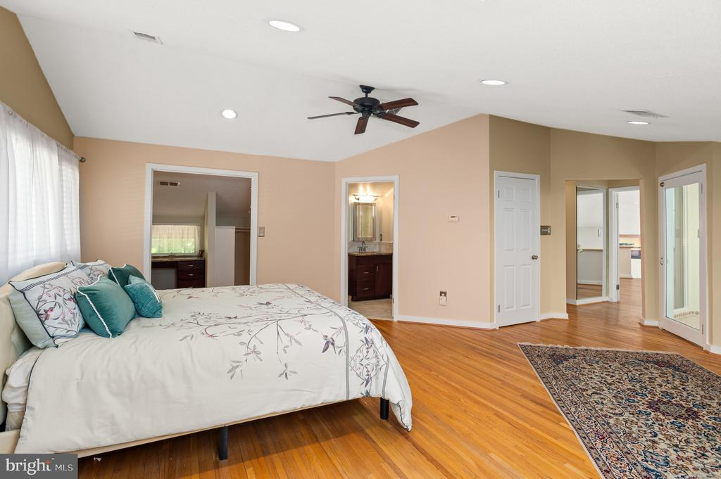 Owner's Bedroom - 8001 THORNLEY CT, BETHESDA