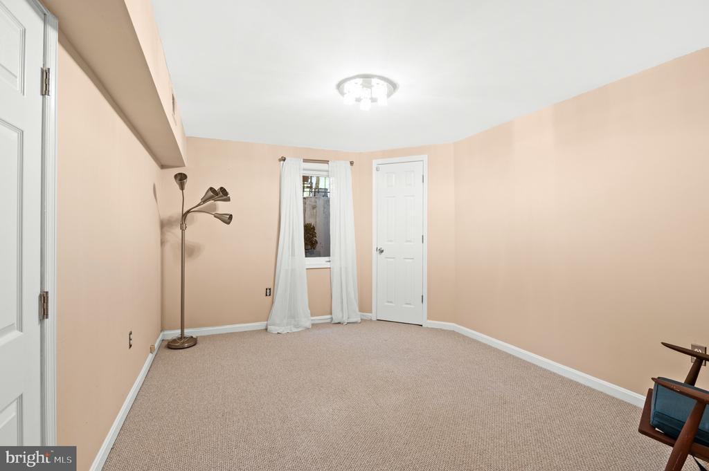 Sixth Bedroom - 8001 THORNLEY CT, BETHESDA