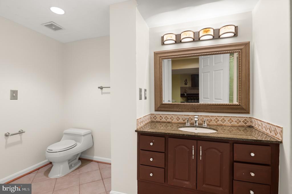 Powder Room - 8001 THORNLEY CT, BETHESDA