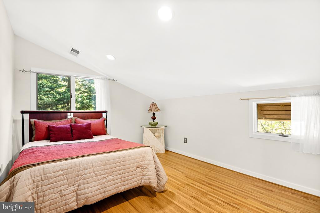 Fourth Bedroom - 8001 THORNLEY CT, BETHESDA