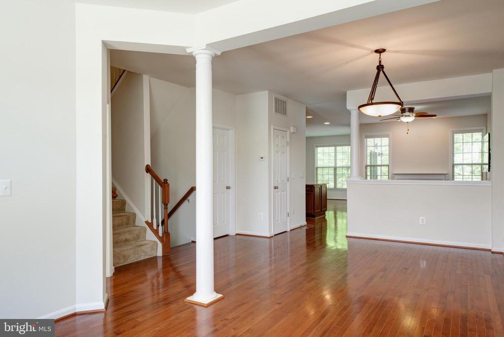 Dining Room area overlooking the eat-in-kitchen - 42740 OGILVIE SQ, ASHBURN