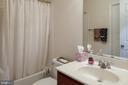 Lower level full bathroom - 42740 OGILVIE SQ, ASHBURN
