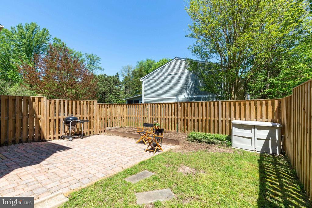 Fabulous backyard space, fully fenced - 12110 PURPLE SAGE CT, RESTON
