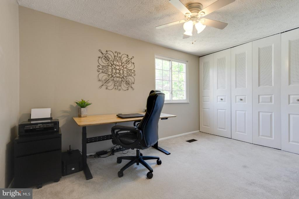 Large, second bedroom with wall of closets - 12110 PURPLE SAGE CT, RESTON