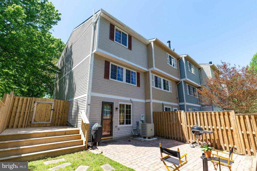 Backyard with both large patio and deck - 12110 PURPLE SAGE CT, RESTON