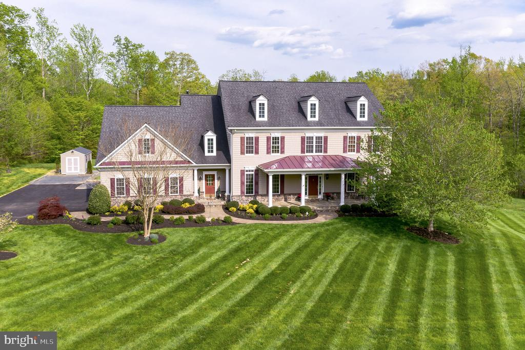 Beautiful curb appeal will welcome you - 147 STEFANIGA FARMS DR, STAFFORD