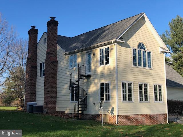 Two working Fireplaces - 23400 MELMORE PL, MIDDLEBURG