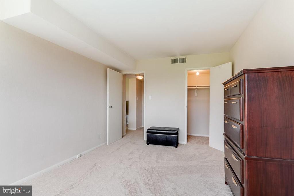 Large Primary Bedroom - 431 N ARMISTEAD ST #607, ALEXANDRIA