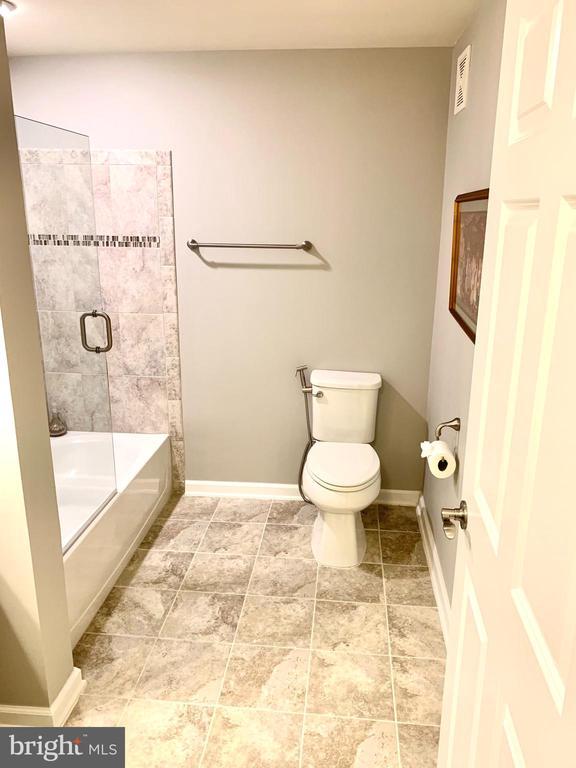 Hall bathroom - 20640 HOPE SPRING TER #401, ASHBURN