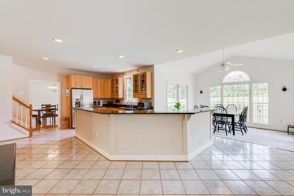 Kitchen table space and sun room - 42308 GREEN MEADOW LN, LEESBURG