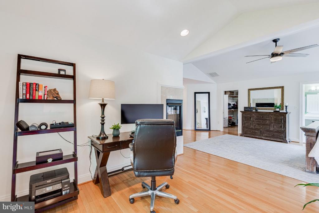 Alt  pic of Sitting room - 42308 GREEN MEADOW LN, LEESBURG