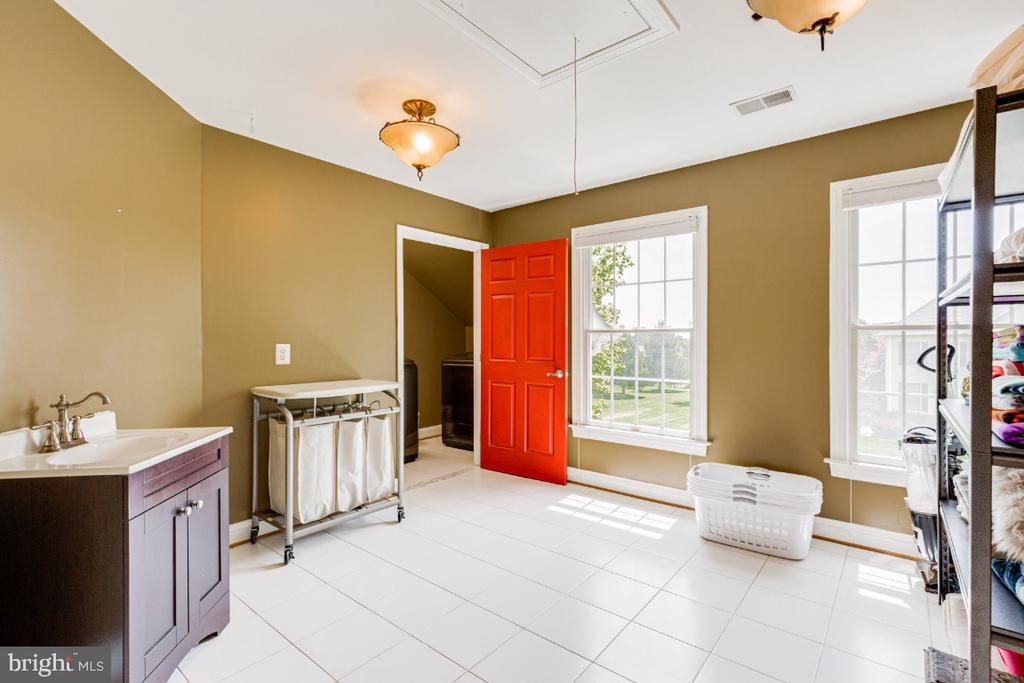 Bedroom/Laundry Room - 42308 GREEN MEADOW LN, LEESBURG