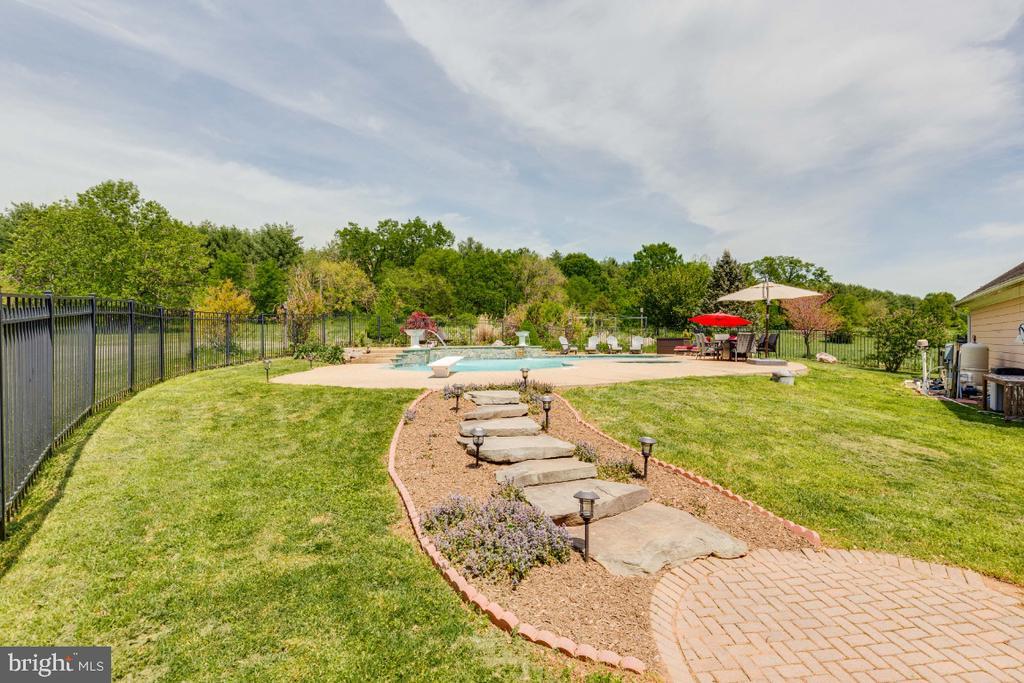 Walk way to beautiful pool - 42308 GREEN MEADOW LN, LEESBURG