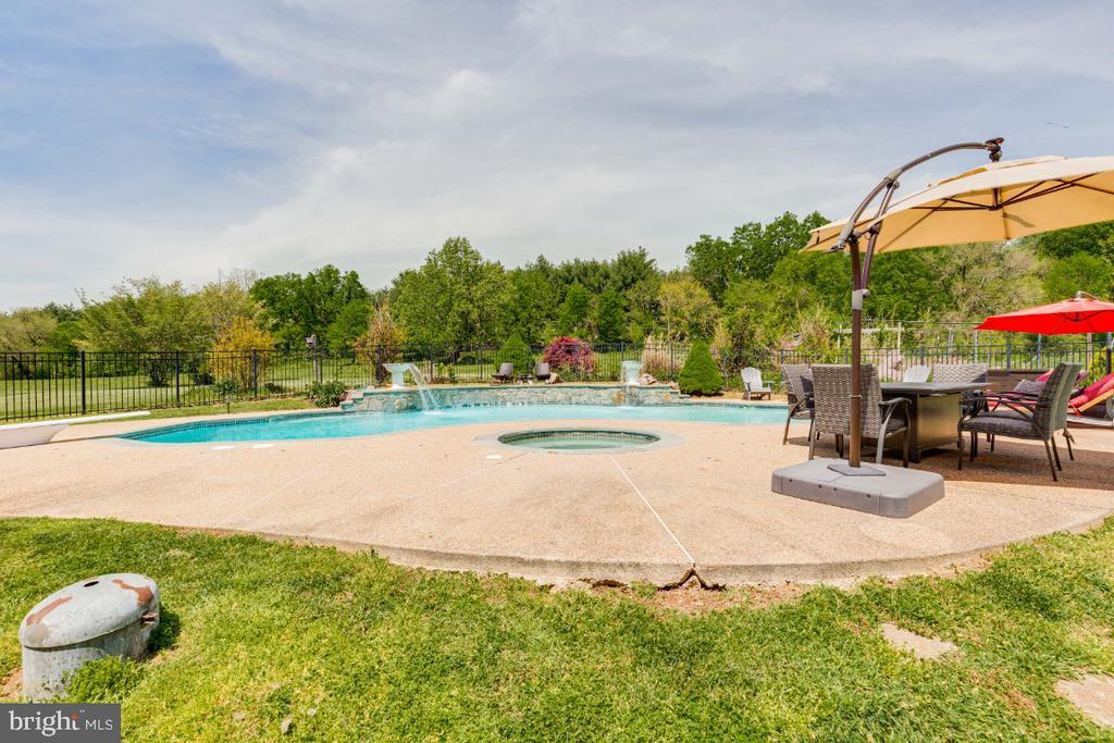 Alt view of pool - 42308 GREEN MEADOW LN, LEESBURG
